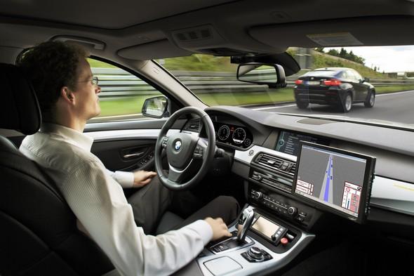 google-presenta-su-coche-autónomo-¿el-futuro-de-las-autoescuelas-está-en-peligro-centros-formativos-en-jaque