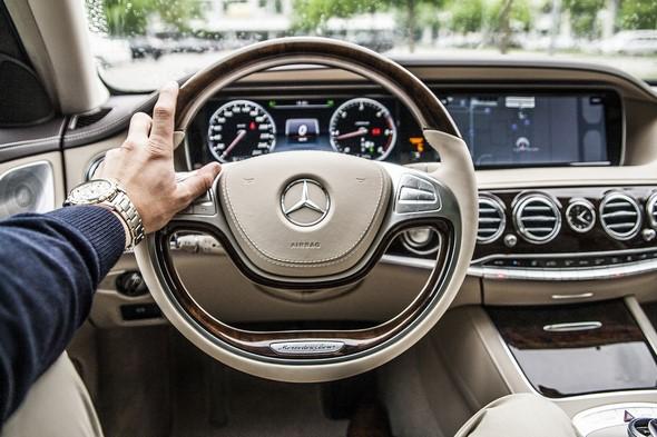el-modo-en-que-te-sientas-refleja-tu-forma-de-conducir
