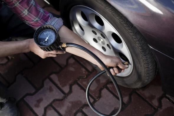 comprobar-la-presión-de-los-neumáticos-y-hacer-otras-revisiones-puede-salvar-la-vida-a-6-millones-de-conductores-estas-navidades