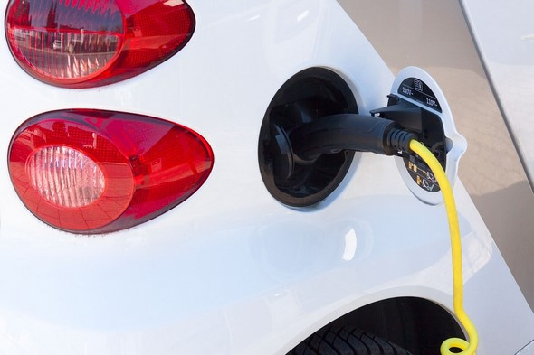 coche-eléctrico-por-qué-debes-tener-una-póliza-de-seguro-especial