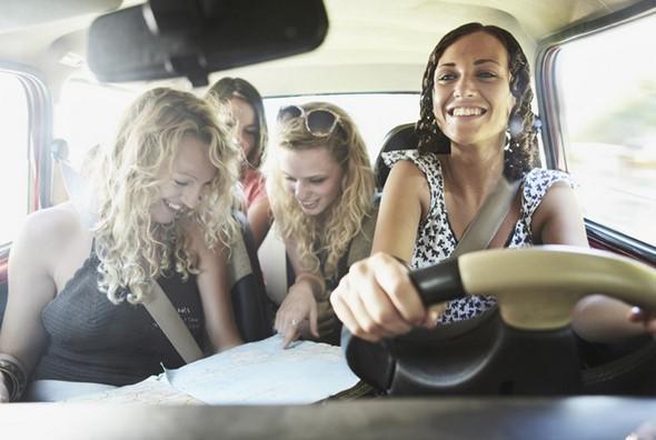 maquillarse-consumir-alimentos-y-otras-distracciones-en-carreteras-son-la-segunda-causa-de-mortalidad-vial-distracciones-en-cabina