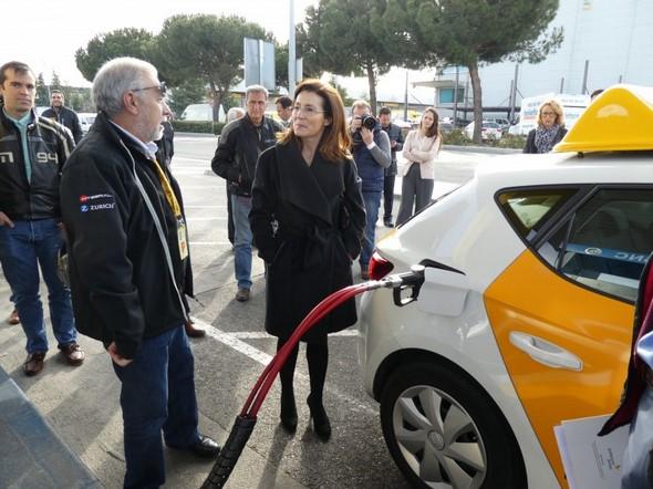 centro-madrileño-sorprende-al-anunciar-el-primer-coche-de-autoescuela-de-gas-natural-energía-sostenible