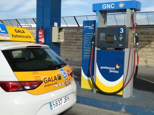 centro-madrileño-sorprende-al-anunciar-el-primer-coche-de-autoescuela-de-gas-natural