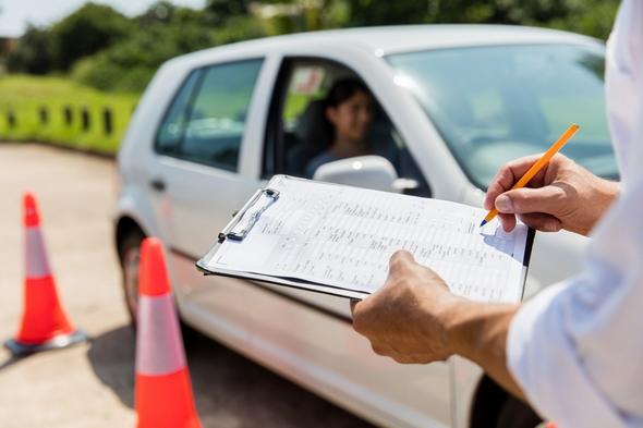 cuantos-fallos-puedes-tener-en-el-examen-teorico-de-conducir-2017-errores