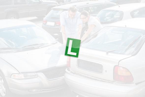 como-aparcar-un-coche-de-autoescuela-consejos