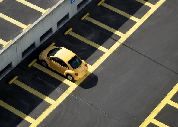 como-influye-en-color-del-coche-en-la-siniestralidad-en-carretera-coche-amarillo