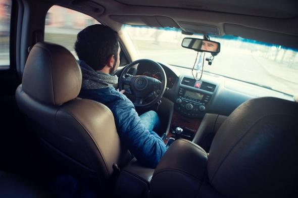 consejos-para-conducir-en-verano-conductor