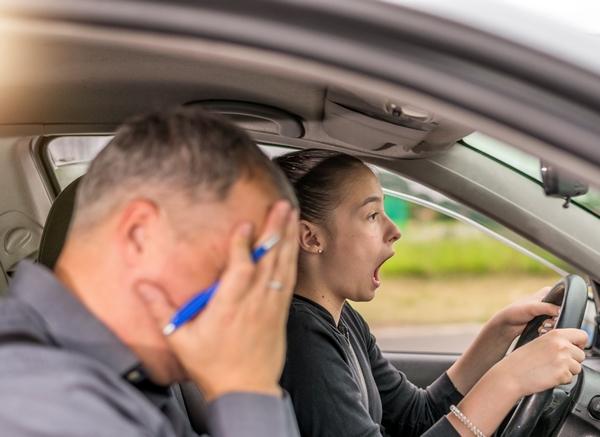 cuales-son-los-fallos-eliminatorios-en-el-examen-practico-de-conducir